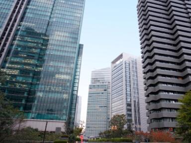 港区大型オフィスビルの開発プロジェクトのAM